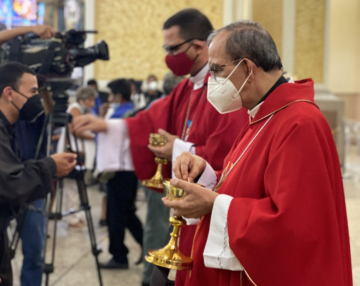 """Salvadoran bishops distribute Communion as they celebrate the feast of St. Oscar Romero March 24, 2021, at the cathedral in San Salvador, El Salvador. The bishops said Sept. 12 that making changes without following the constitution and due process would """"not benefit our beloved country."""""""