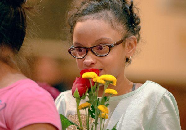 Girl hold flowers.