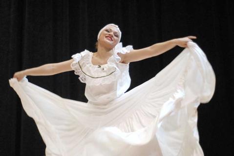Borinquen Dance Theatre's Elizabeth Diaz performs.