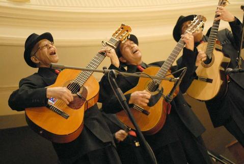 Musical group Los Arpegios perform.