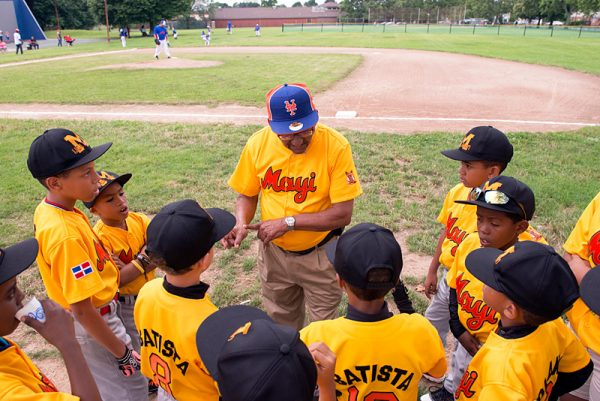 Victoriano Contreras speaks to the Dominican Republic team at the start of the game.