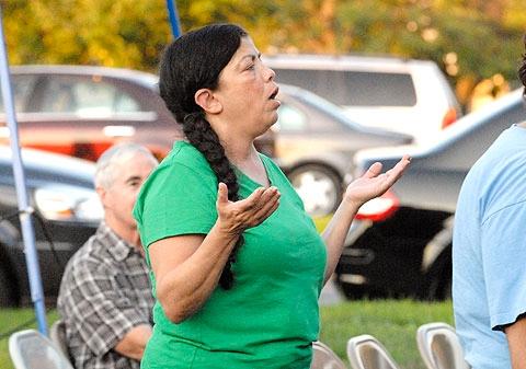 Becky Colón sings along with the choir.