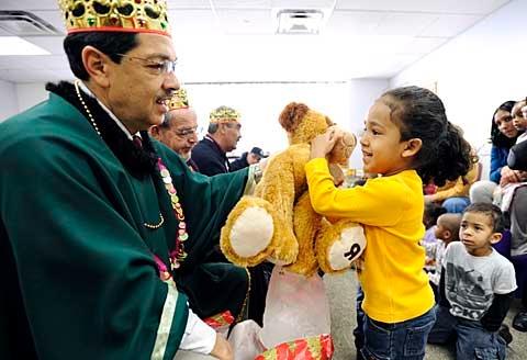 Roberto Burgos gives a teddy bear to Giovanny Maldonado.